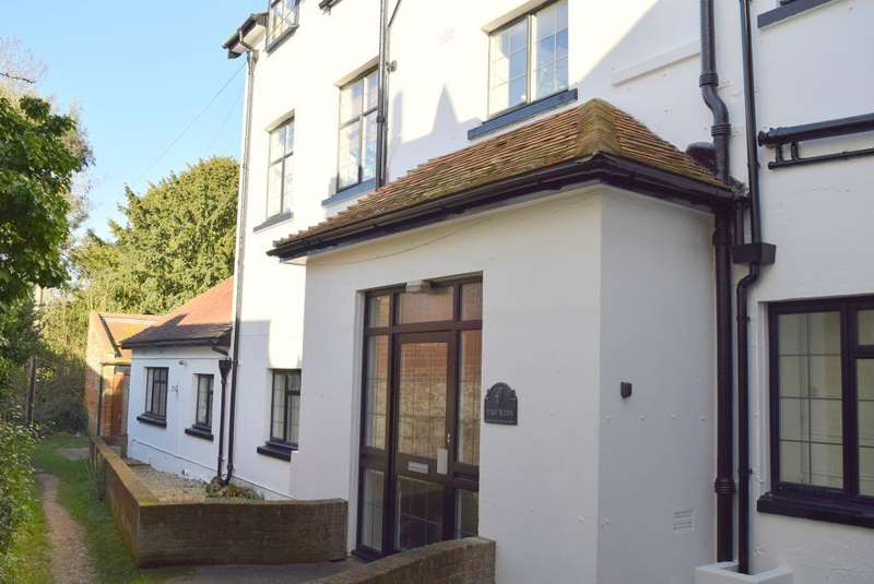2 Bedrooms Flat for sale in Pump Lane, Bembridge, Isle of Wight, PO35 5NG