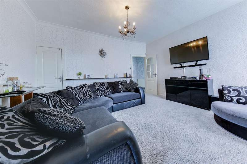 3 Bedrooms End Of Terrace House for sale in Rochdale Road, Bacup, Rossendale