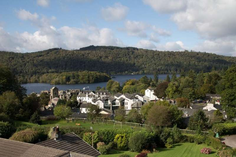 2 Bedrooms Flat for sale in 2 Langrigge Court, Bowness On Windermere, Cumbria, LA23 3AJ