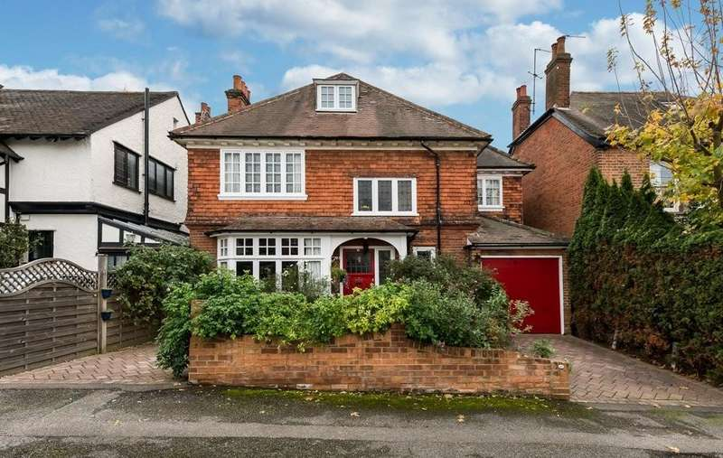 4 Bedrooms Detached House for sale in The Uplands, Loughton