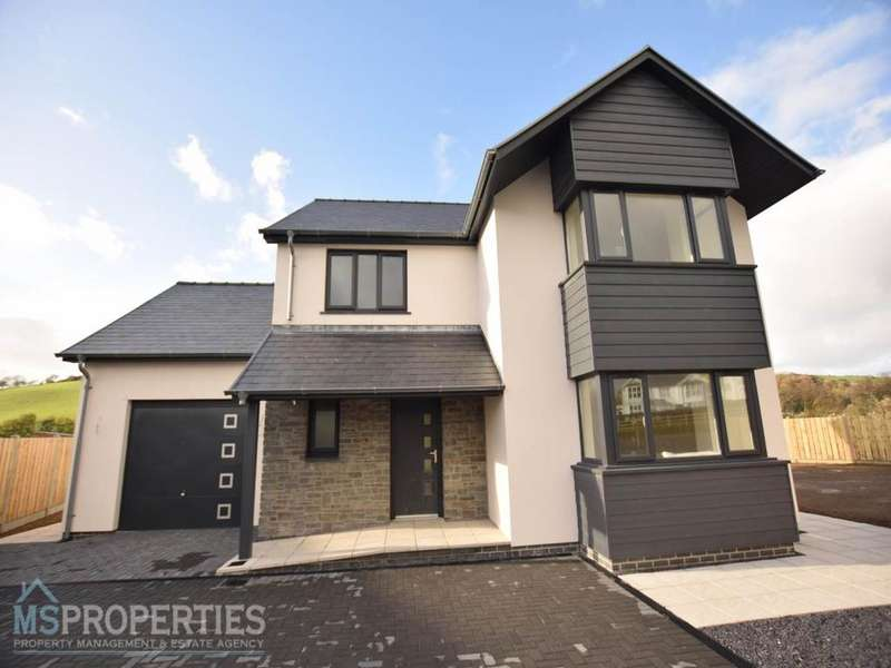 4 Bedrooms Detached House for sale in Cefn Ceiro, Llandre, Bow Street