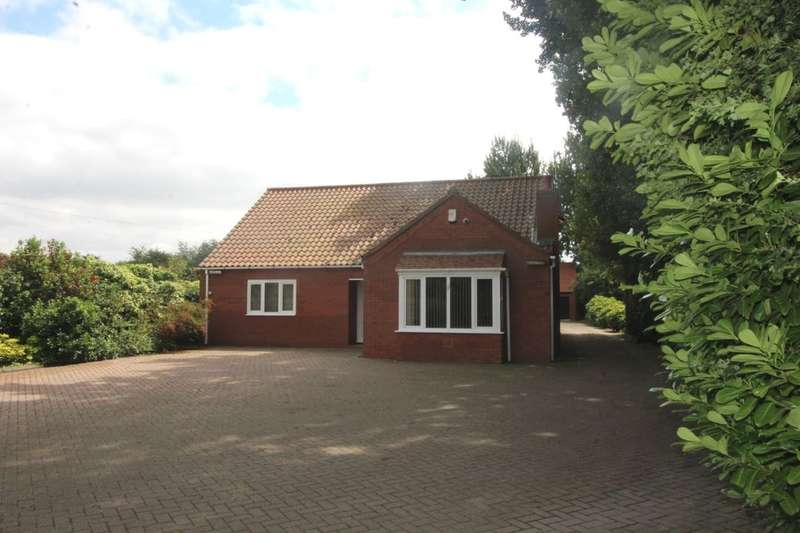 3 Bedrooms Detached Bungalow for sale in Selby Road, Askern, Doncaster, DN6