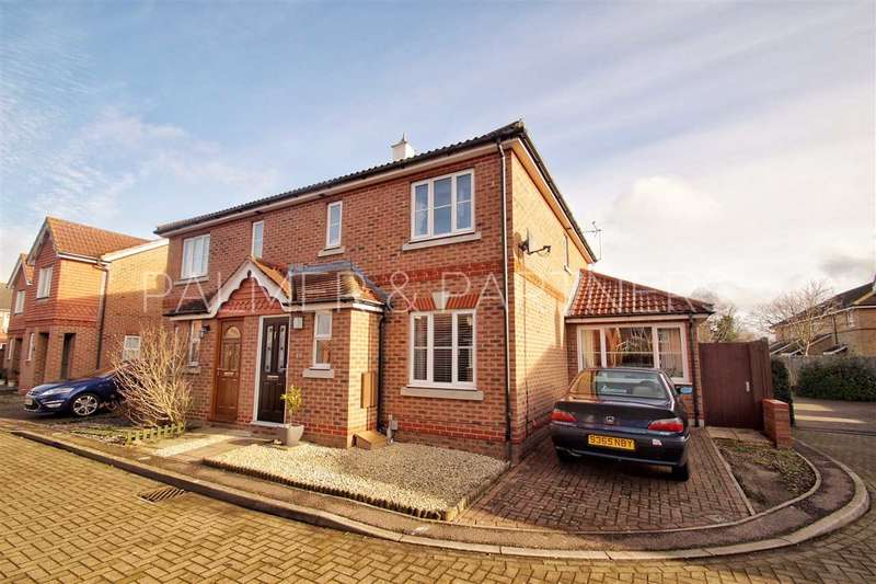 4 Bedrooms Semi Detached House for sale in Domitian Close, Myland, Colchester