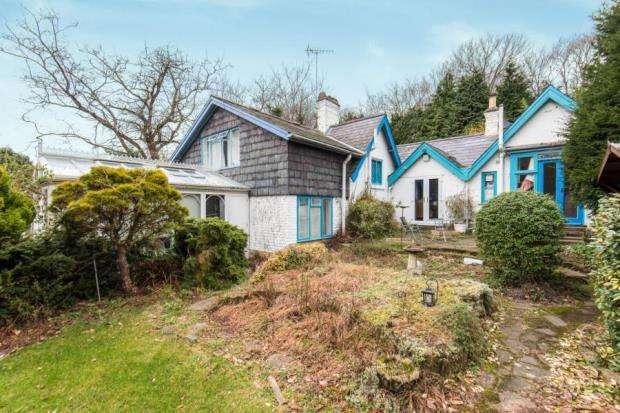 4 Bedrooms Bungalow for sale in Cobham, Surrey
