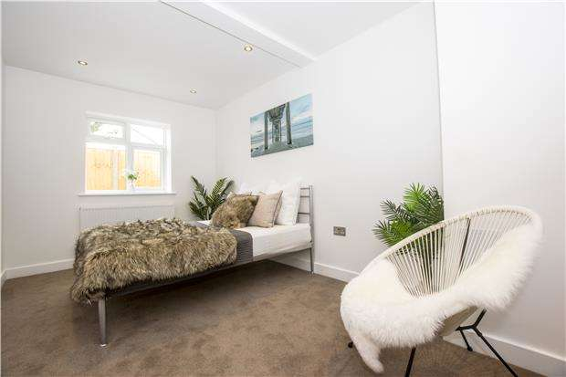 3 Bedrooms Maisonette Flat for sale in 38a Nutfield Road, Merstham, Redhill, Surrey, RH1 3EP