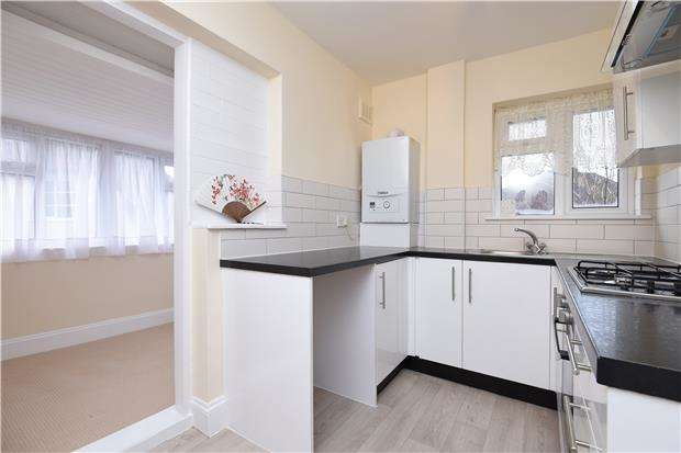 3 Bedrooms Maisonette Flat for sale in Figges Road, Mitcham, Surrey, CR4