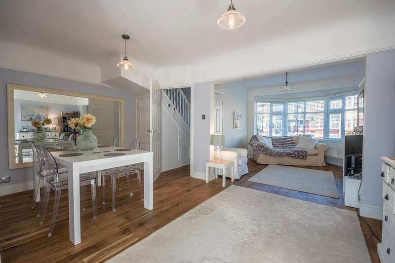 2 Bedrooms Terraced House for sale in Tudor Close, Pinner