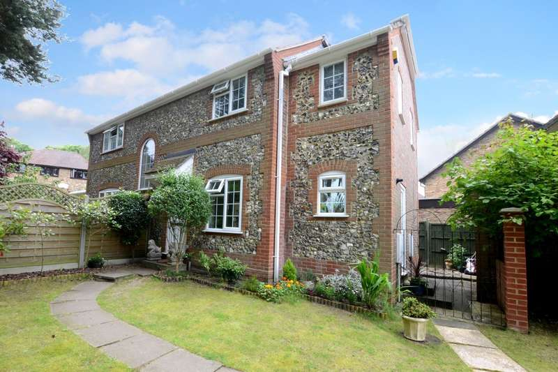 5 Bedrooms Detached House for rent in Hawkesworth Drive, Bagshot