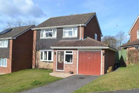 3 Bedrooms Detached House for sale in Impstone Road, Pamber Heath, Tadley