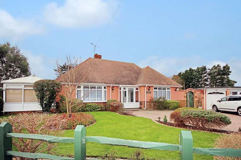 2 Bedrooms Detached Bungalow for sale in Langbury Close, Worthing BN12 6QF
