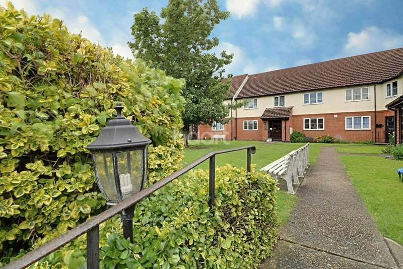 2 Bedrooms Flat for sale in Kensington Court, East Thurrock Road, Grays