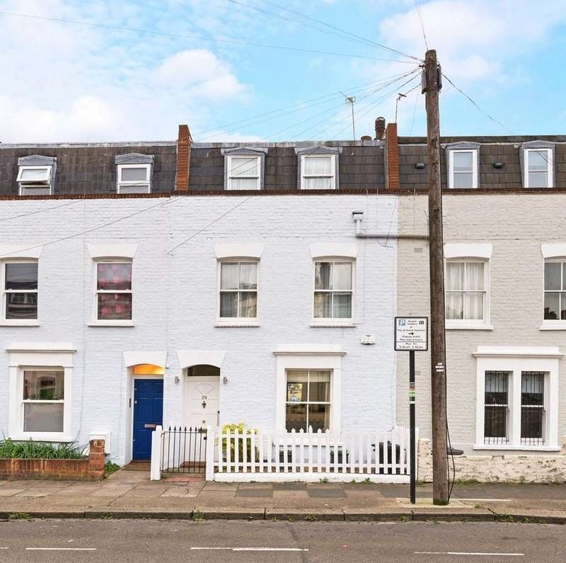 3 Bedrooms Terraced House for sale in Poyntz Road, Battersea, London, SW11
