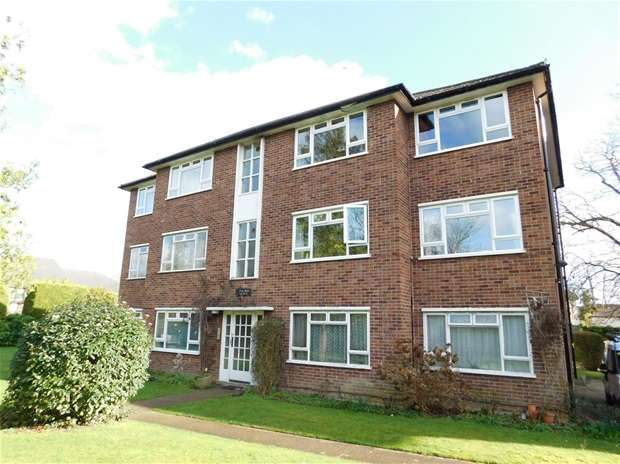 2 Bedrooms Flat for sale in Oak Hill Road, Surbiton