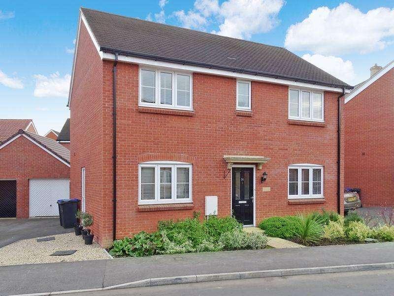 4 Bedrooms Detached House for sale in Redwing Road, Melksham