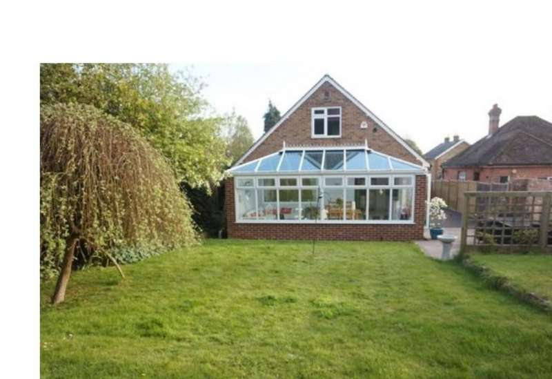 4 Bedrooms Detached Bungalow for sale in Vicarage Road, Yalding