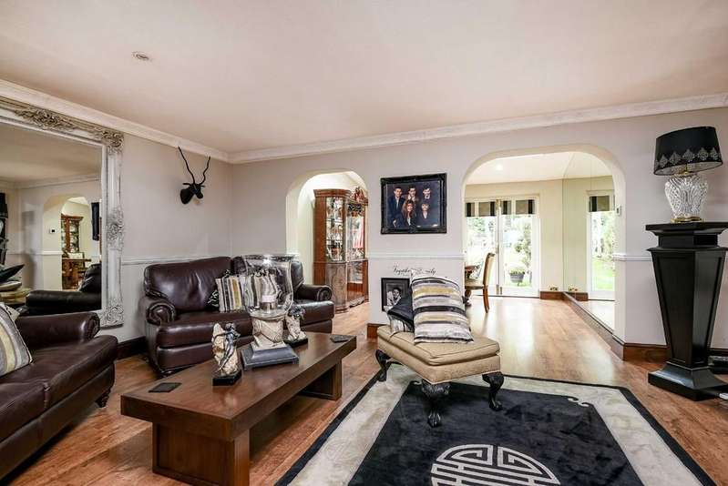 5 Bedrooms Terraced House for sale in Rusheymead, Ladywell