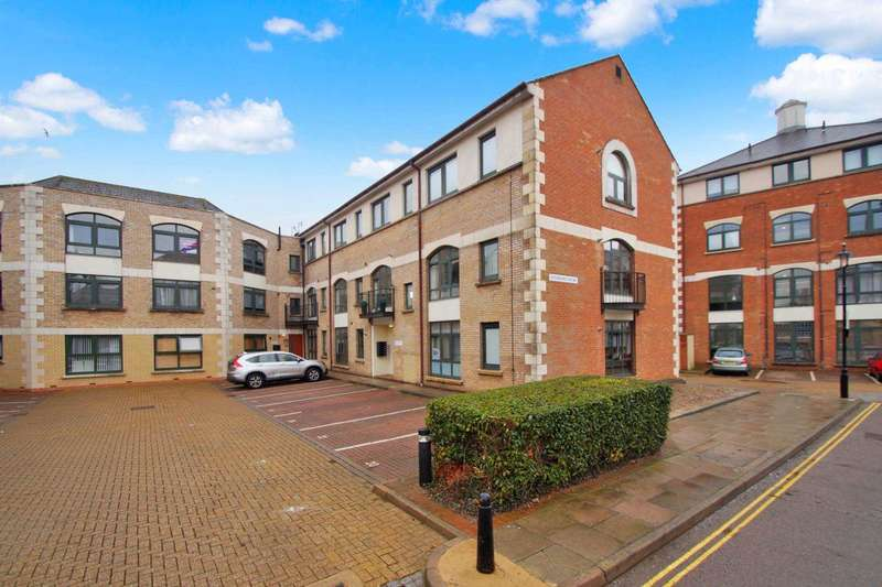 2 Bedrooms Apartment Flat for sale in Windsor Court, Corner Hall