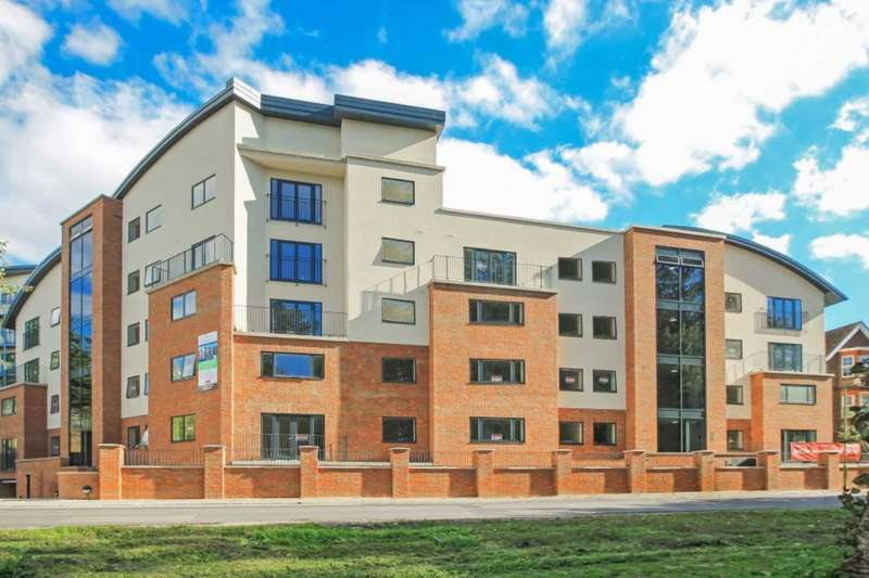 2 Bedrooms Apartment Flat for sale in Brookside Court, Tring