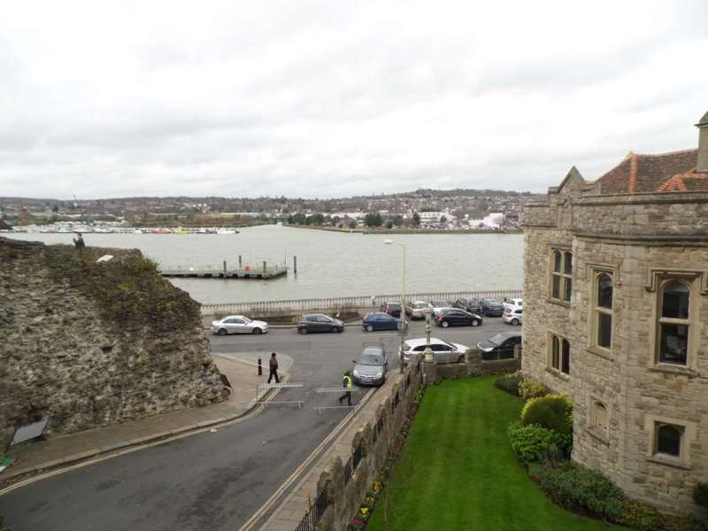 2 Bedrooms Apartment Flat for rent in Castle Hill, Rochester