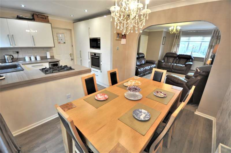 3 Bedrooms Detached House for sale in Ashbourne Avenue, Aspull, Wigan, WN2 1HW