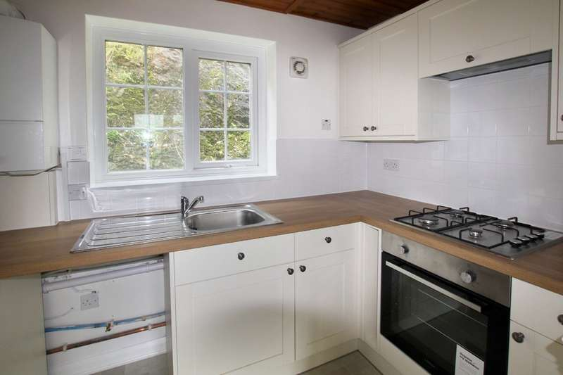 2 Bedrooms Terraced House for rent in Turnchapel, Plymouth