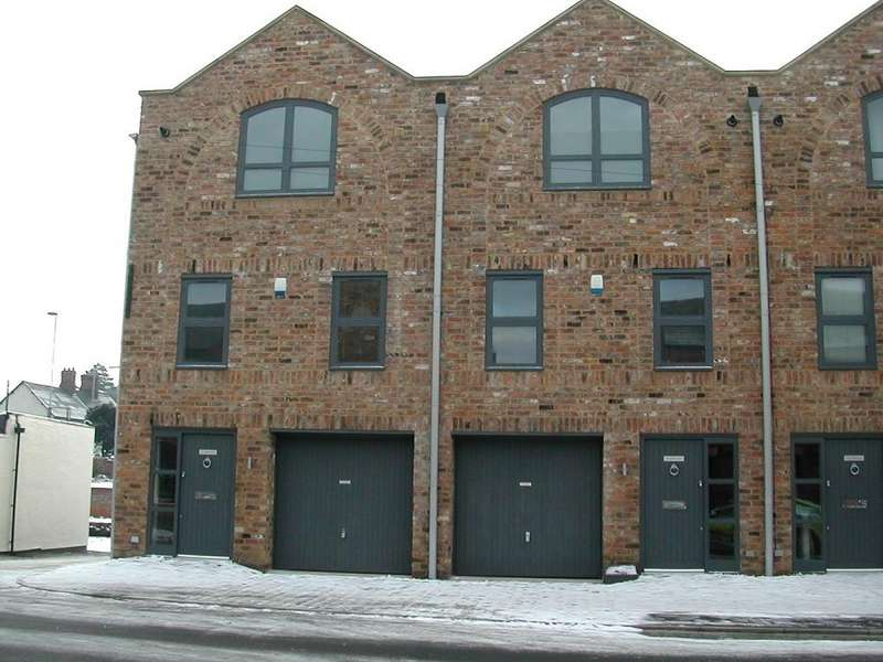 3 Bedrooms Town House for rent in Mitchell Street, Stockton Heath