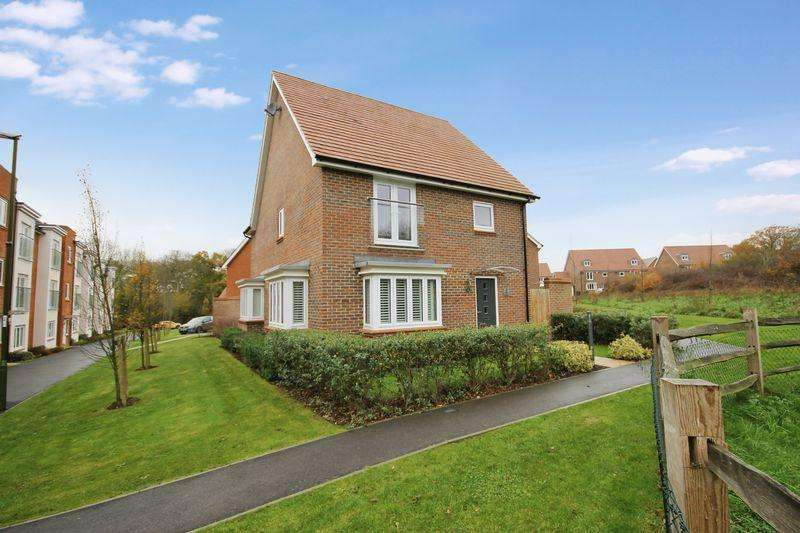4 Bedrooms Detached House for sale in Siskin Close, Burgess Hill, West Sussex