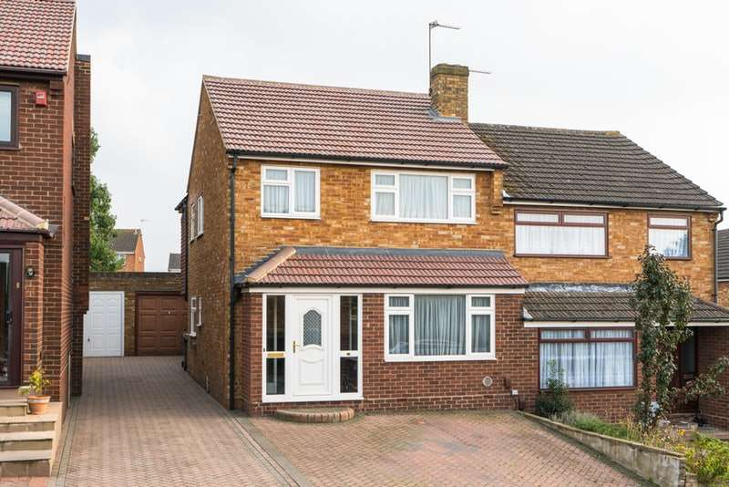 3 Bedrooms Semi Detached House for sale in stonyshotts, waltham abbey, Essex, EN9