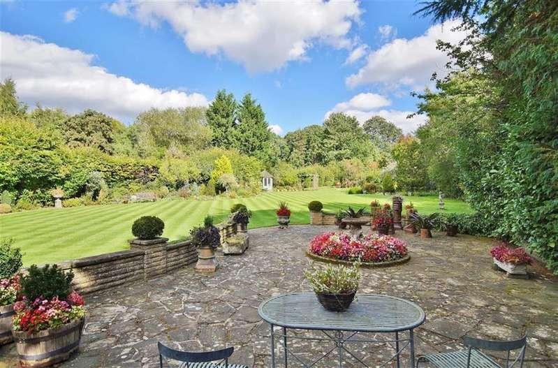 5 Bedrooms Detached House for sale in Princes Drive, Oxshott, Surrey, KT22
