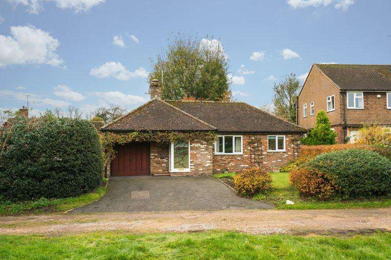 2 Bedrooms Detached Bungalow for sale in West Common, St. Albans