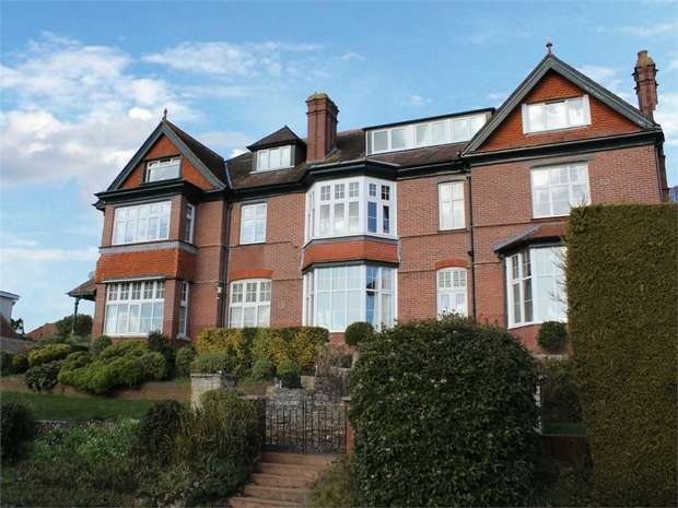 3 Bedrooms Flat for sale in Broadparks Close, Exeter, Devon
