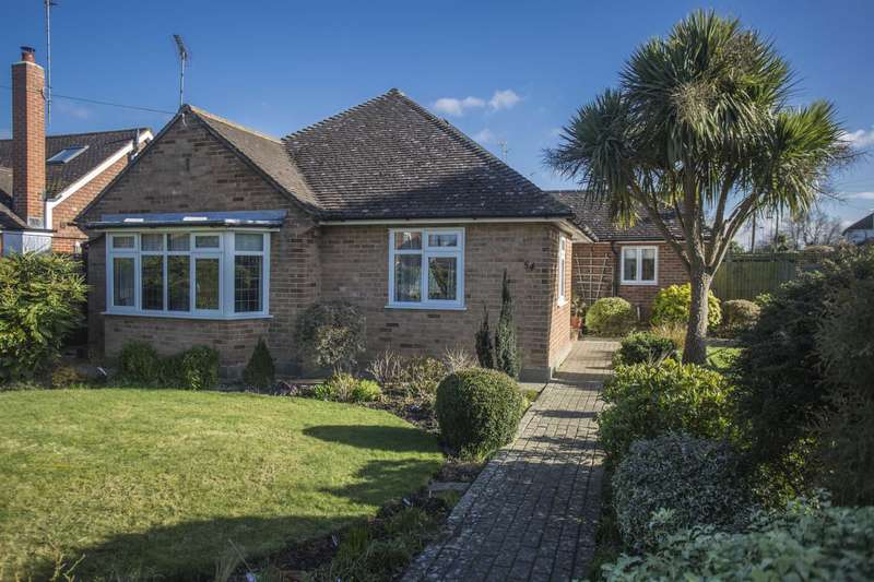 3 Bedrooms Detached Bungalow for sale in Merryfield Drive, Horsham