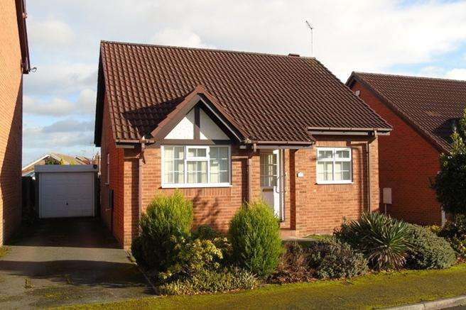 2 Bedrooms Bungalow for sale in 35 Chapel Close, Shafton, Barnsley, S72 8QJ