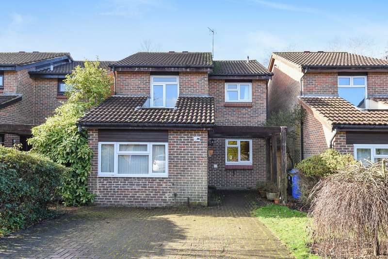 4 Bedrooms Detached House for sale in Goldsworth Park