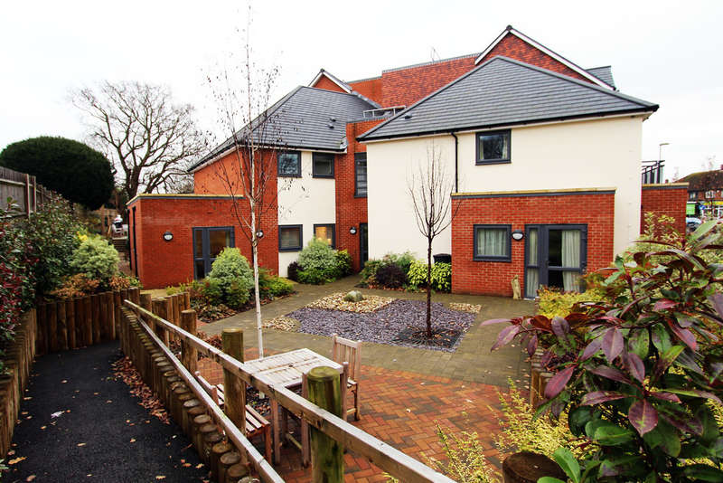 2 Bedrooms Ground Flat for sale in Folland Court, Hamble