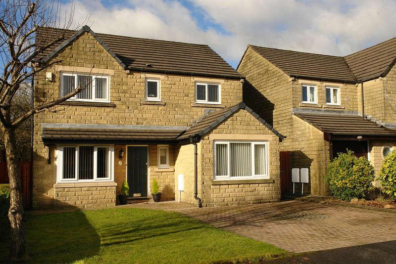 5 Bedrooms Detached House for sale in Lower Frenches Drive, Greenfield, Saddleworth