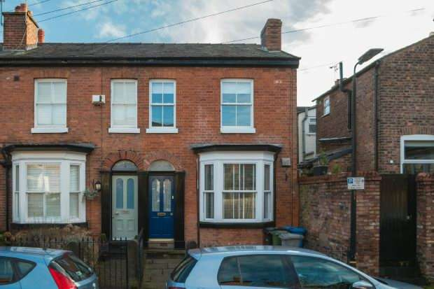 2 Bedrooms Terraced House for sale in Renshaw Street, Altrincham
