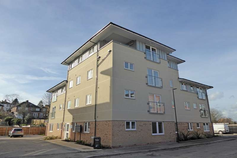 2 Bedrooms Ground Flat for rent in Oak House, Tatler Close