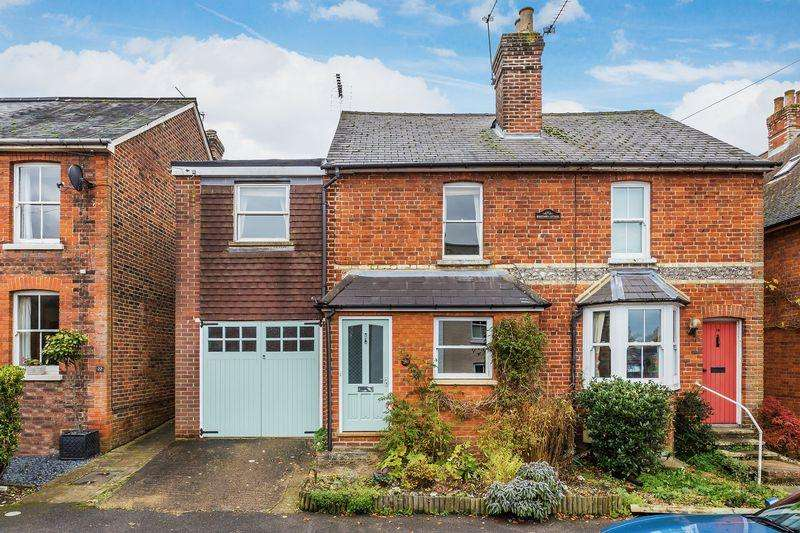 4 Bedrooms Semi Detached House for sale in Merrow, Guildford