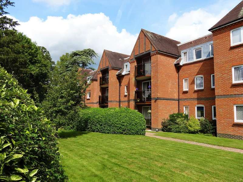 2 Bedrooms Flat for sale in Herondean, The avenue, Chichester PO19