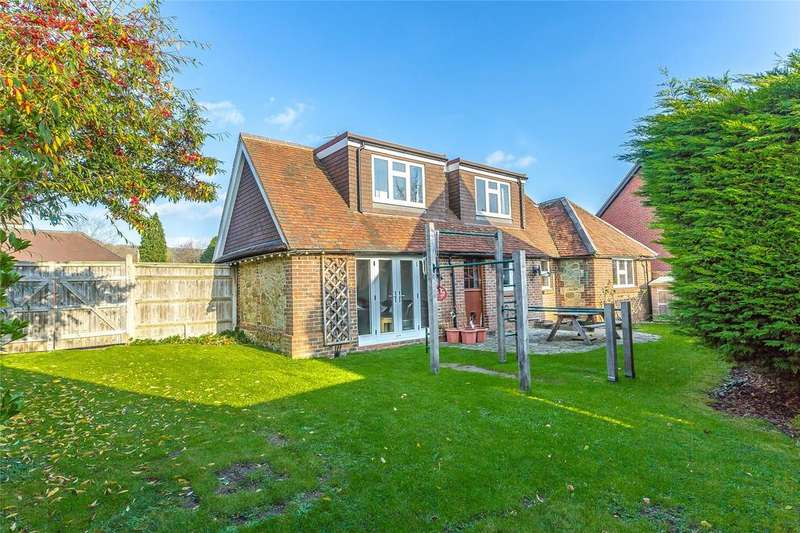 4 Bedrooms Detached House for sale in Court Farm Lane, Oxted, Surrey, RH8