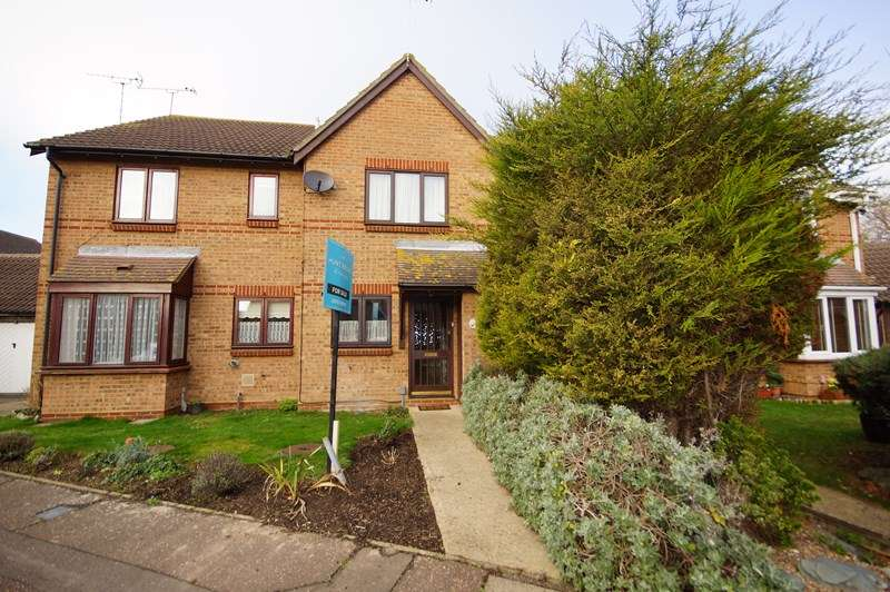 2 Bedrooms Terraced House for sale in Caversham Avenue, Shoeburyness, Southend-On-Sea