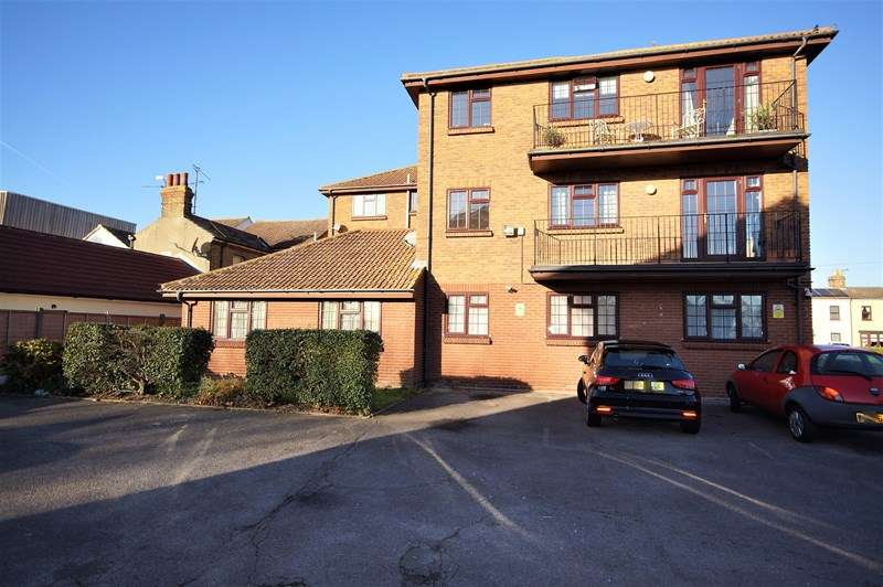 1 Bedroom Apartment Flat for sale in Grove Lodge, Gunners Road, Shoeburyness, Southend-On-Sea