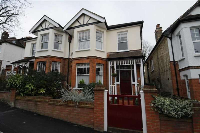 4 Bedrooms Semi Detached House for sale in Fitzjohn Avenue, High Barnet, Herts, EN5