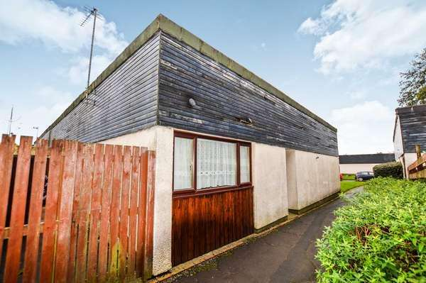 3 Bedrooms Bungalow for sale in 104 Sundrum Place, Kilwinning, KA13 6ST
