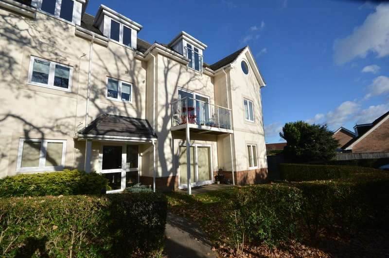 2 Bedrooms Ground Flat for sale in Station Road, New Milton