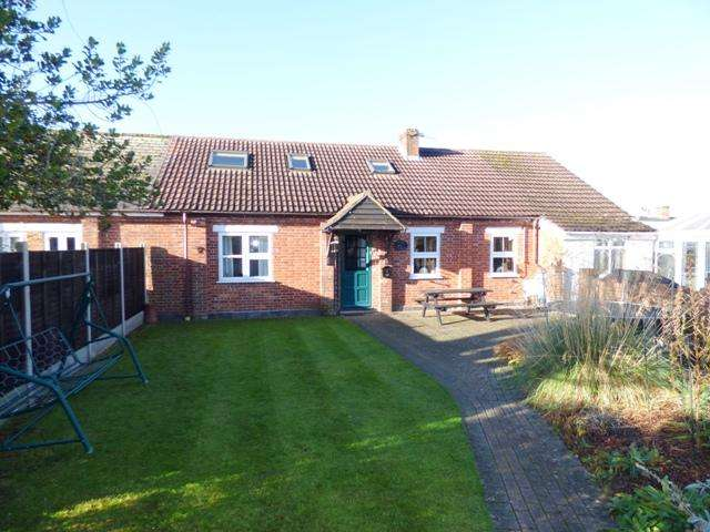 4 Bedrooms Cottage House for sale in TWO GATE LANE, OVERTON, OVERTON RG25