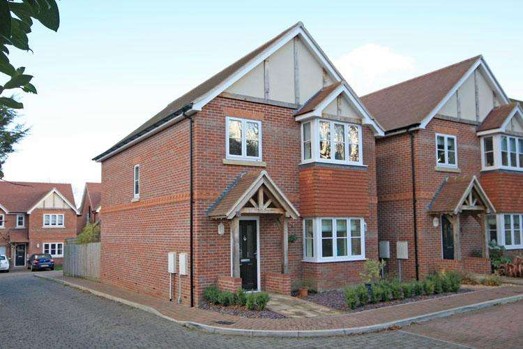 4 Bedrooms Detached House for sale in The Rings, Lymington SO41