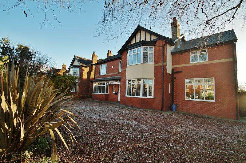 4 Bedrooms Detached House for sale in Salford Road, Ainsdale