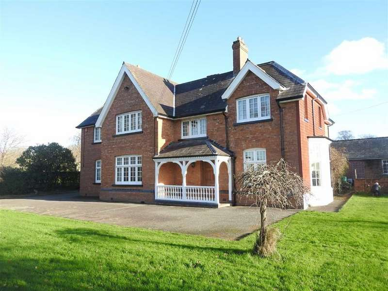 5 Bedrooms Detached House for sale in LLANGOEDMOR